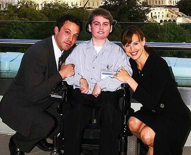 #5 #6 Ben Affleck, havaalanında tanıştığı 13 yaşındaki engelli bir çocuğu, yer aldığı her filmin setine götürüyor.