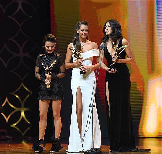 Her yıl başarıları ve yetenekleriyle olduğu gibi saçları ve güzellikleriyle de parlayan 3 genç yetenek Pantene Yıldızı Parlayanlar ödülünü alıyor.