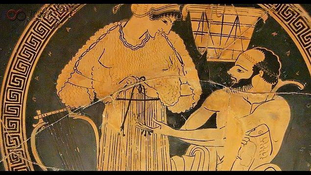 O dönemlerde şimdiki gibi homoseksüel-heteroseksüel gibi ayrımlar tanımlanmamıştı.