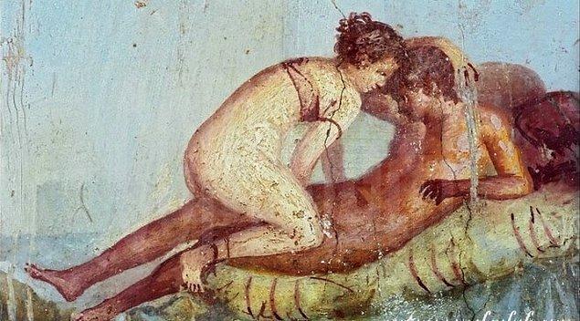 Antik dönemlere ait bir başka ilginç nokta da birbirlerine her konuda bağlanan homoseksüel ve biseksüel askerlerdi.