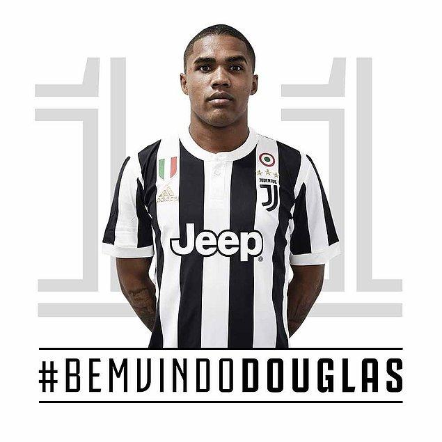 44. Douglas Costa ➡️  Juventus