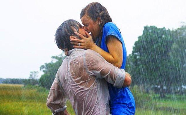 "14. ""Not Defteri"" filminin unutulmaz öpüşme sahnesi:"