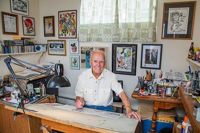 90 yaşındaki Joe Sinnott, Spiderman'in eş yaratıcısı olan Stan Lee'nin yazdığı hikayeleri hayata geçiriyor.