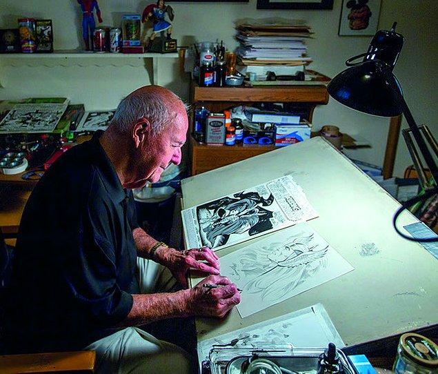 İşte bu son adımda 90 yaşındaki Joe Sinnott bütün çalışmanın çinilemesini yapıyor.