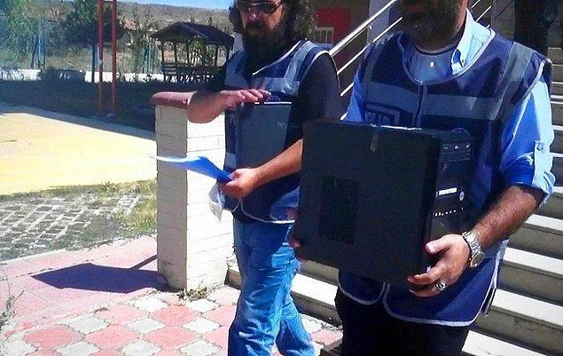 1. Sokakta bilgisayar kasasıyla gezen adamlar