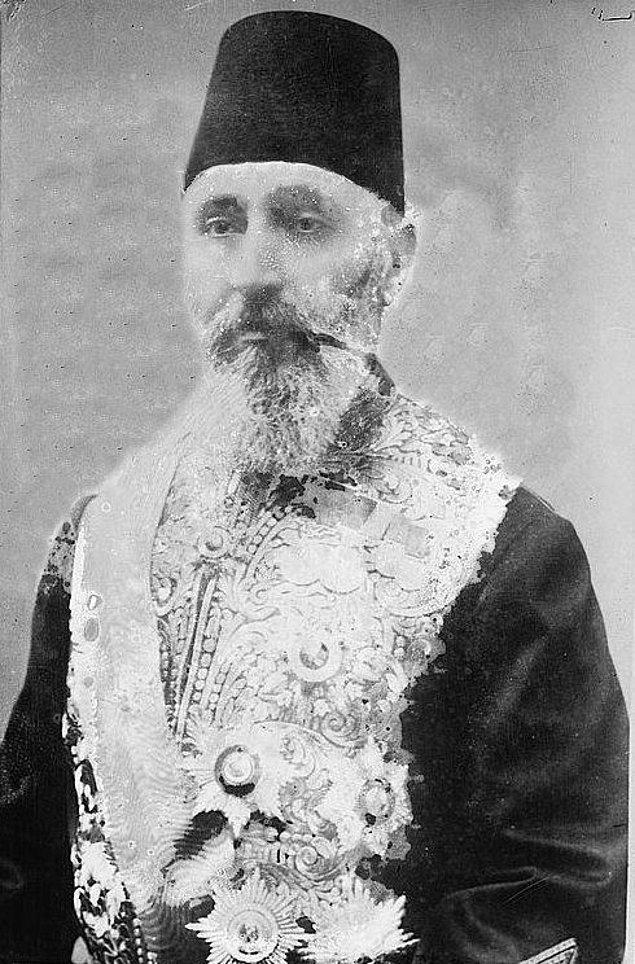 Mondros Antlaşmasının imzalanmasının hemen ardından 11 Kasım 1918'de sadrazamlık makamına getirildi.