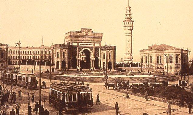 Ahmed Tevfik Bey kısa sürede gösterdiği üstün liyakat neticesinde hızla yükseldi. 1872-95 yılları arasında yurtdışında çeşitli Osmanlı elçiliklerinde çalıştı.