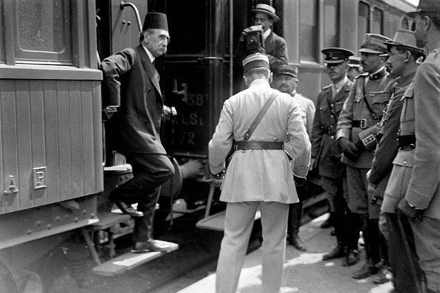 Fevkalade sıkıntılı geçen birkaç ayın ardından Tevfik Paşa 1919 yılının başında istifa ederek yerini Damat Ferit Paşa'ya bıraktı.