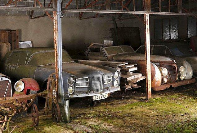 Fransa'da bir çiftlikte 60 adet araba paslanmış durumda bulundu.