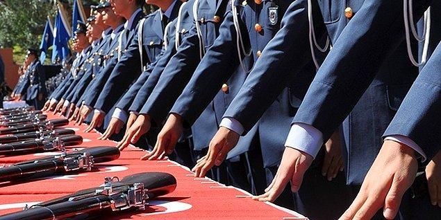 Orduda yapılan tutuklamalarda çok sayıda generalin bulunması dikkat çekiyor. 15 Temmuz sonrasında 169 general tutuklandı. TSK'da toplamda 7 bin 222 asker tutuklanarak cezaevine gönderildi.