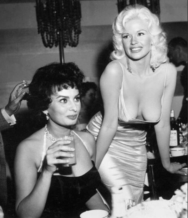 """4. Sophia Loren ve Jayne Mansfield yemekte - """"Manzarada İki Kadın""""  Edvard Munch, 1899"""