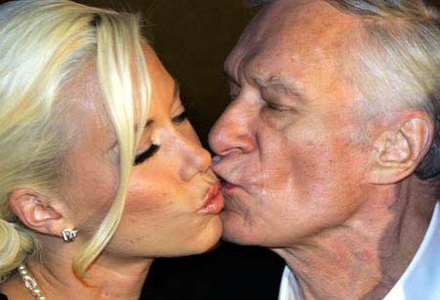 2. Bayramda eli öpülen aile büyüğünün yanağı tükürükle ıslattığı öpücük