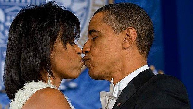 8. Kesinlikle seks hayatının kalmadığını gösteren çok uzun süreli evlilik öpücüğü