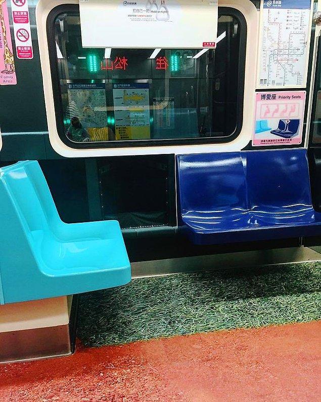 MRT dedikleri metro sisteminde bütün zeminler çeşitli sporların oyun alanlarına dönüştürüldü.