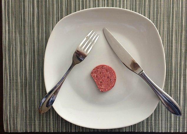 2. Doğru cevap! Bir restorandayken çatal bıçağınızı bu şekilde bırakırsanız, garson ne anlar?