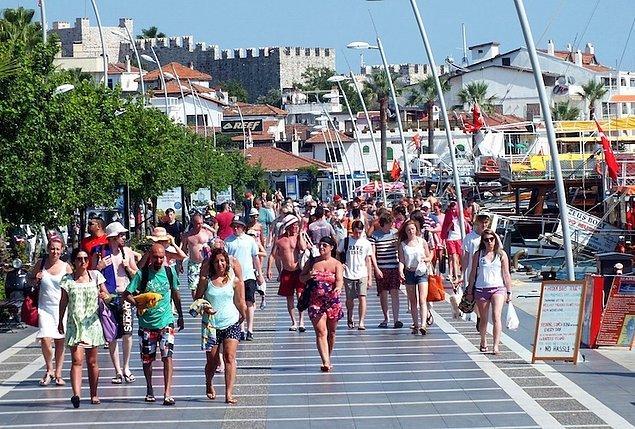 6. Türkiye'ye en fazla turistin geldiği üç ülkeden biri Almanya. 2014 yılınında Almanya'dan gelen turist sayısı 5 milyon 250 bindi. Ancak Türkiye'de yaşanan terör saldırıları ve iki ülke arasındaki gerilimler turizmi de etkiledi. Geçen yıl Türkiye'ye gelen Alman turist sayısı 3.8 milyona düştü. Turizm sektörünün ekonomiye yıllık katkısının 30 milyar doları bulduğu düşünüldüğünde Alman turistlerin kaybının ekonomiye de önemli yansımalarının olacağına dikkat çekiliyor.