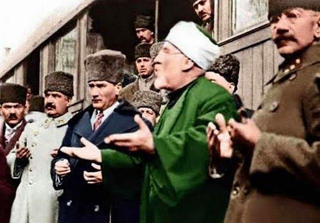 Atatürk din derslerinden çıkartıldı