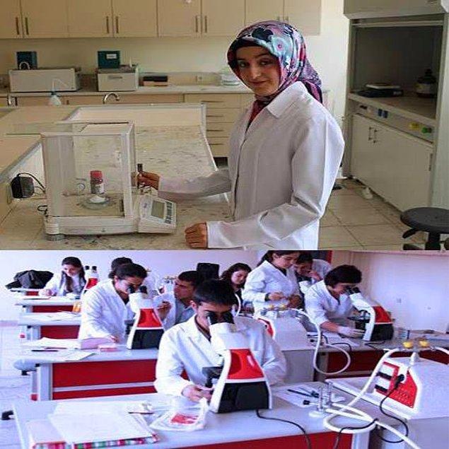 25. Bünyesinde Alanında Uzman Akademisyenleri İle Donanımlı Lab ve Atölyelerinde Ezbere Dayalı Eğitimden Uzak Sürekli Değişim ve Gelişimin Öncüsü Olan Bir Üniversitede Okuyan Öğrenci Olun
