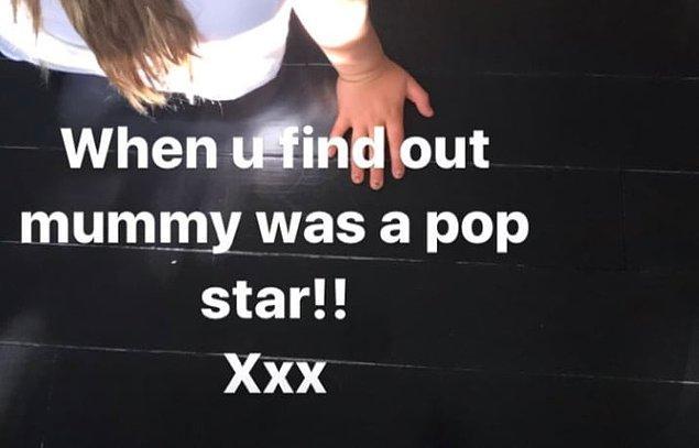 """""""Annenin bir pop yıldızı öğrendiğinde..."""" cümlesini de ekledi."""