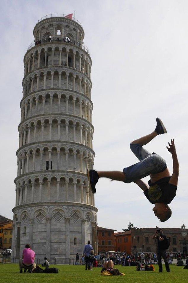 3. Her yıl milyonlarca turist bu kuleyi görmeye geliyor.