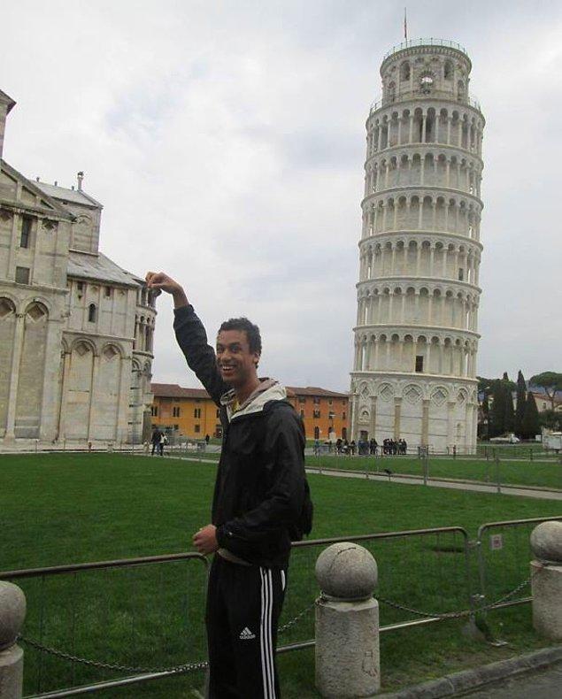 """11. """"Neden herkes Pisa Kulesi'yle fotoğraf çektirip yanındaki bir o kadar güzel binayı unutuyor?"""""""