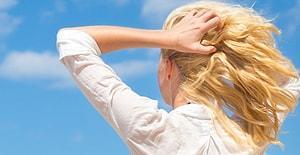 Yazın Zor Şartlarını Başımızdan Uzaklaştırıyoruz: Saçları Dökülenler İçin Yaz Bakım Rutini
