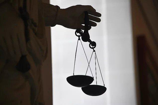 T.C. yerel mahkemede delil yetersizliğinden beraaat etti fakat bakanlık devreye girdi.