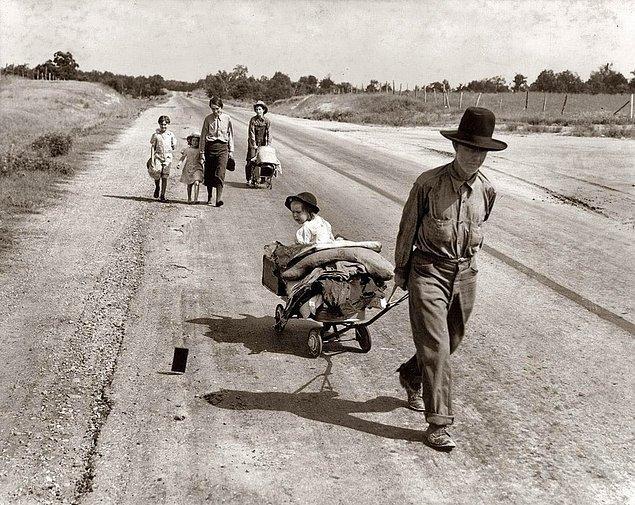19. Büyük Buhran sırasında evlerini terk etmek zorunda bırakılan bir aile, Oklahoma, ABD, 1938.