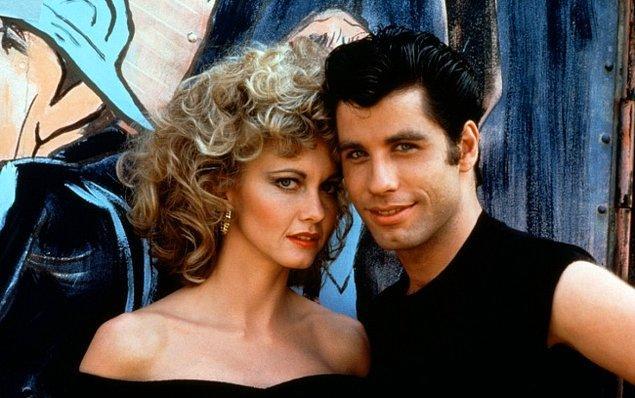 7. Grease'deki tüm olaylar ve sahneler aslında Sandy'nin ölüşünün farklı versiyonlarıdır. Aslında Sandy hep ölüydü!