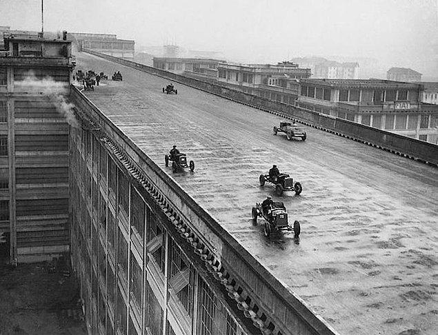 24. Torino'daki Fiat fabrikasının çatısında bulunan araba test pisti, 1928.