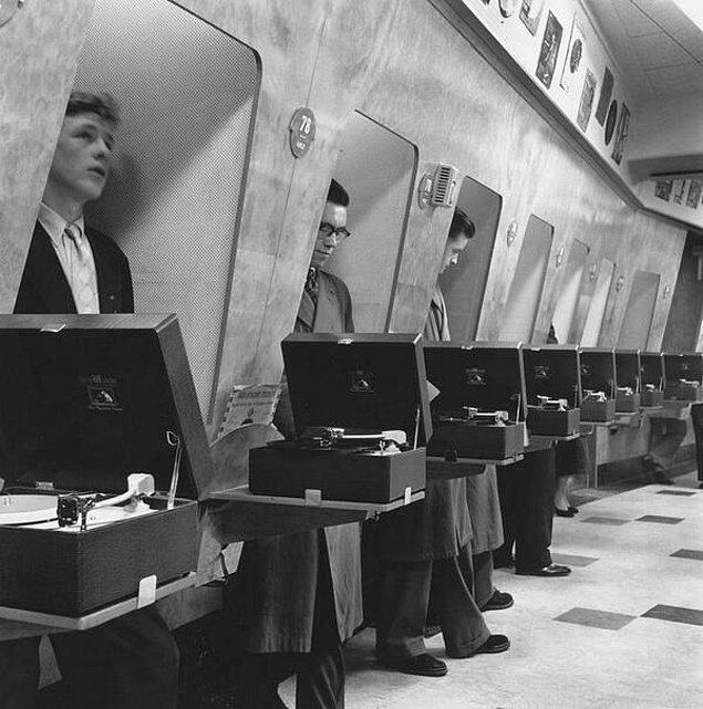 15. Londra'daki bir müzik dükkanı, 1960'lar.