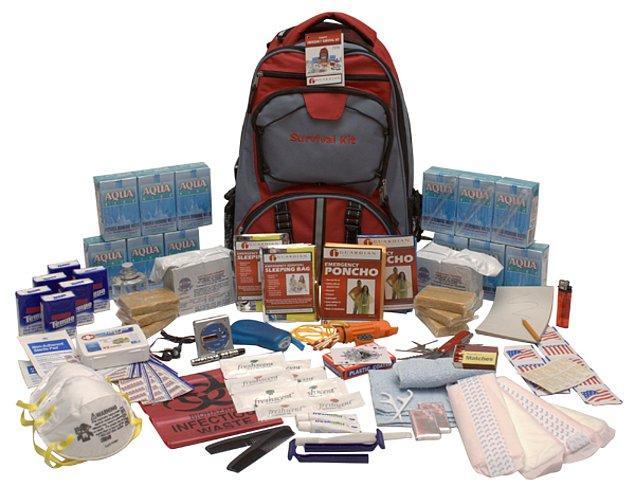 Elinizde hazır bir acil durum çantası yoksa, patlamaya veya saldırıya yolda yakalandıysanız şunları mutlaka en kısa zamanda edinmelisiniz;