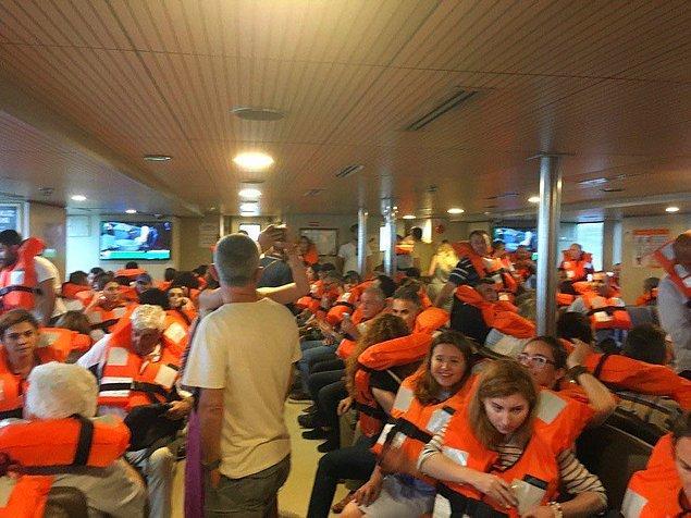Vapurlar denizin ortasında kaldı! Kadıköy - Karaköy vapurunda yolcular can yeleği giydi