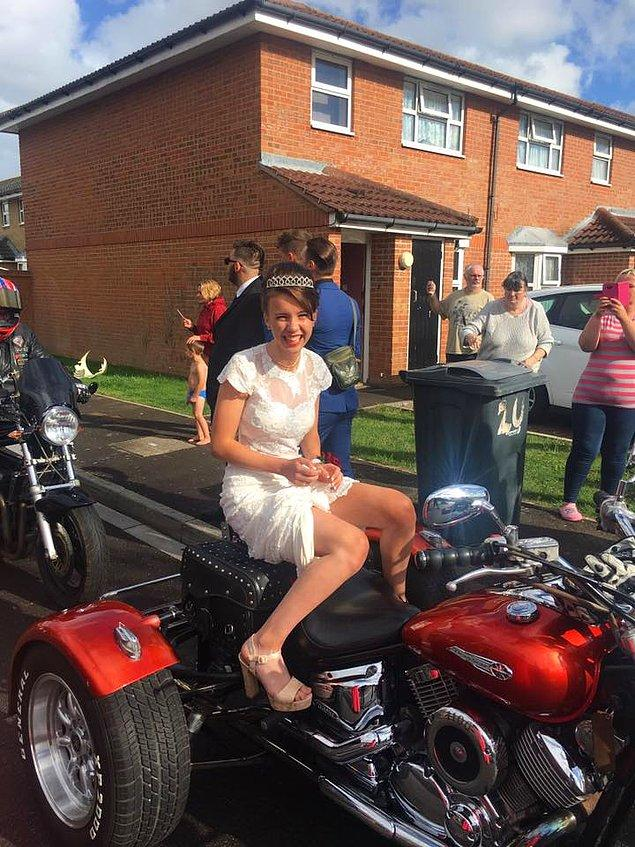 120 motosikletçi onu evinden alıp onun için özel hazırlanmış bir partiye götürdü.