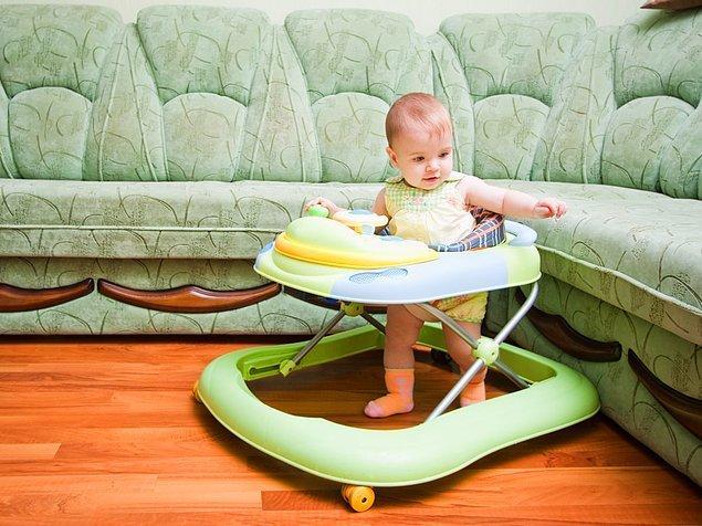 2. Kanada'da bebek yürüteçlerinin kullanımı ve satışı yasak.
