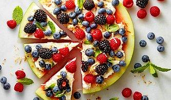 Buzdolabındaki Meyveleri Tüketmenin En Tatlı Yolu: 11 Meyveli Tatlı Tarifi