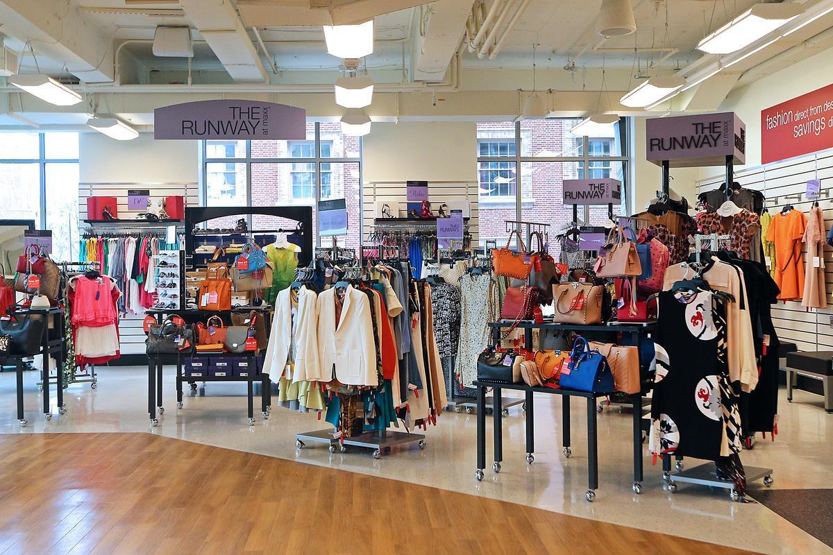859b227f82382 Dünyaca ünlü ve pahalı markaları oldukça uygun fiyatlara bulabileceğiniz bu  mağaza zincirinin şubelerini Amerika'nın neredeyse her şehrinde bulmak  mümkün.