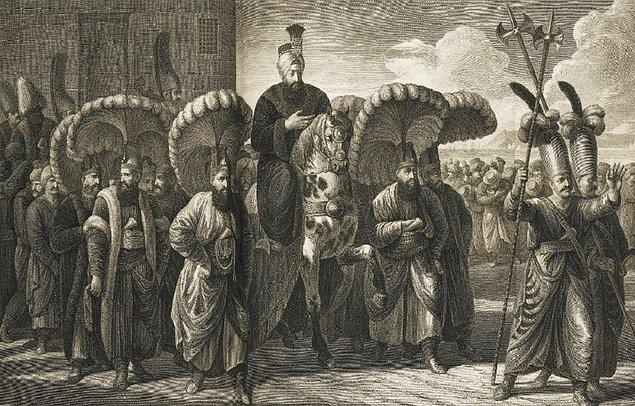 Yenilikleri ve icraatları bizzat takip eden padişah birçok konuda kendi yazısıyla emirler vermiştir.