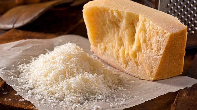 7. Parmesan peyniri olarak talaş bile kullanıldığını söyleyen araştırmalar var.