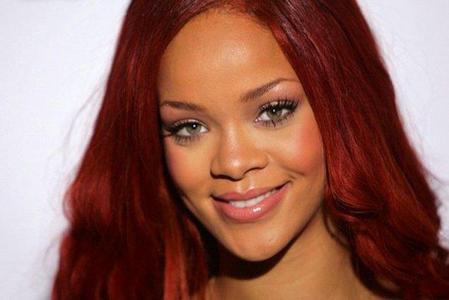 """O çok ünlü, zengin, başarılı ve güzel... Rihanna ile """"sıradan"""" bir kadının ortak paydada buluştuğu yerlerden biri de maalesef erkek şiddeti oldu."""