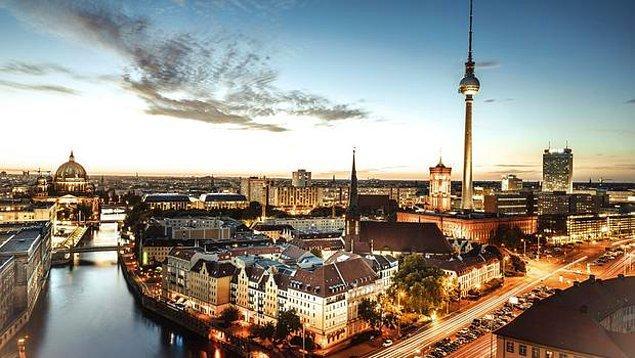 Almanya'daki üniversitelere başvuru sayısı da üçe katlanmış.