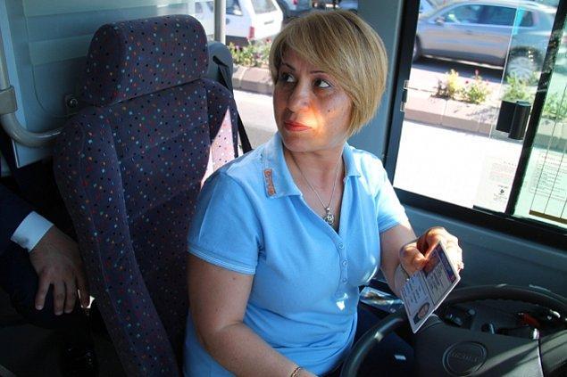 Osmaniyeli, 44 yaşında ve bir çocuk annesi. Üç yıldır minibüs şoförlüğü yapıyor, eşinin tayini dolayısıyla Edirne'de yaşıyor.