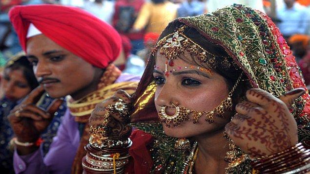 10. Hindistan'ın birçok bölgesinde kadınların eşlerine isimleriyle hitap etmesi saygısızlık olarak görülür.