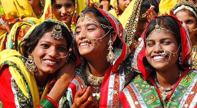 15. Birçok bölgede kadınlarda çok eşlilik görülür.