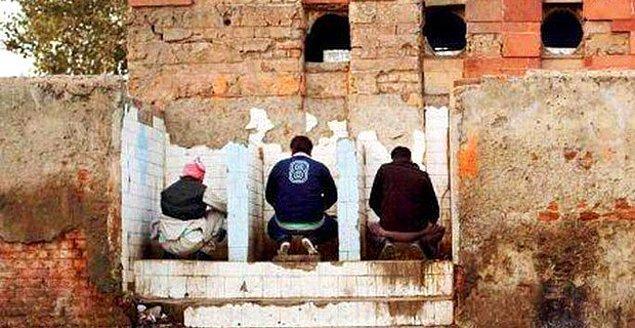 18. Hindistanlılar tuvalette sol ellerini kullanır.