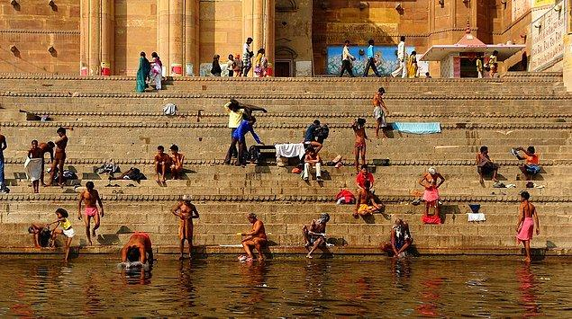 19. Ganj Nehri'nde yıkananların tüm günahlarından arınacağına inanılır. Bu yüzden ölüler yakıldıktan sonra külleri bu nehre atılır.
