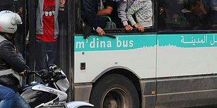 Kimse Bunu Yaşamamalı! Fas'ta Genç Bir Kadın, Otobüste Bir Grup Erkek Tarafından Cinsel Saldırıya Uğradı