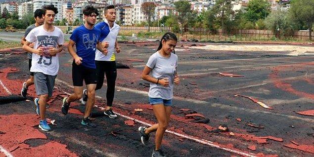 Samsun'da çeşitli yaş gruplarında bulunan sporcular yıkım olmasına rağmen alanda antrenman yaparken; İlkadım Atletizm Stadyumu, Türkiye'de ısınma alanı olan ikinci stadyum olma özelliği taşıyor.