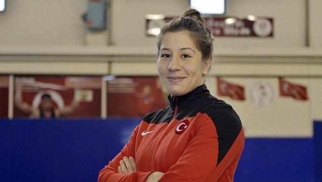 1991 doğumlu Balıkesirli sporcu Yasemin Adar, fırıncılıktan emekli bir babanın, güreşe meraklı bir ailenin iki kızından biri.