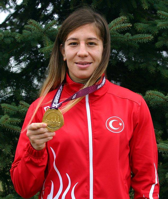 Mart 2016'da Riga'da düzenlenen Avrupa Güreş Şampiyonası kadınlar 75 kiloda da Rus rakibi Alena Starodubtseva'yı 7-0 yenerek Türkiye tarihinde kadınlarda ilk altın madalyanın sahibi oldu.